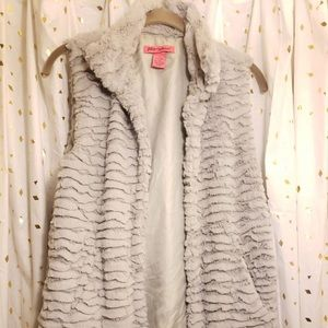Betsy Johnson faux fur vest